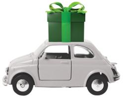מכונית קטנה ועליה מתנה